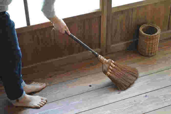 大掃除は、1日か2日で済ませようとしても手をつける場所が多すぎて混乱してしまいます。まとめて掃除する必要はなし。何日かに分けて、できる分ずつ進めていきましょう。11月・12月はお掃除月間と考えるのもいいかも。そのためにも、スケジュールを立てることが大切ですね。