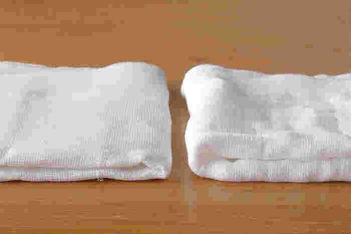 画像左が使用前のふきんで、画像右が1回洗ったもの。蚊帳生地のふきんは、徐々に糊がとれ、洗うたびに質感がふんわりとしてきて、より使い心地が良くなるのも特徴です。