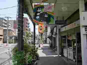 「のらくろ館」が面するのは「のらくろロード」商店街。昭和の風情たっぷり。隅田川方面へ歩いてみましょう。