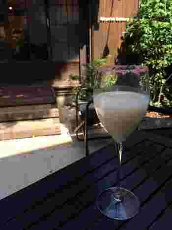 グラスの縁が桜塩で華やぐ甘酒も人気。ちなみにノンアルコールです☆
