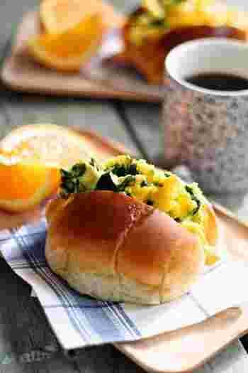 いろいろなサンドイッチがあるけれど、やっぱり緑色と黄色はお弁当を華やかにしてくれますね。エッグサンドにチーズも入っているから、栄養満点♪