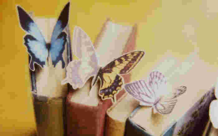 よく使う本のしおりは、楽しくなるようなものを。 キレイな蝶が止まっているようなデザインなら、読みかけの本が多くなっても不思議とストレスを感じません。