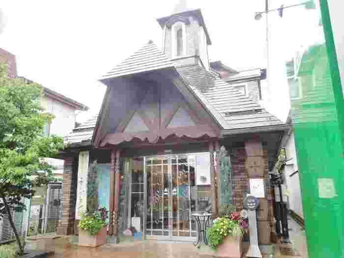 ケーキ工房が併設されている「栗の木テラス」。クラシック音楽を聞きながら、優雅にアフタヌーンティーはいかが?