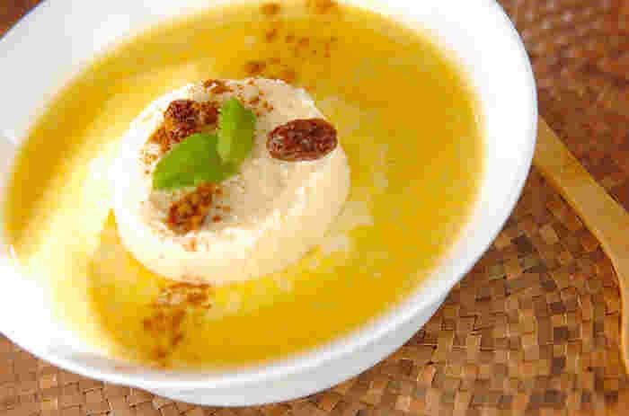 カボチャを使ったデザートスープはポタージュとはまた違う味わいを楽しめます。アイスが乗っているところもポイント☆溶けかかったアイスとの相性も味わってみてくださいね。
