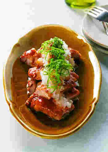 唐揚げにしてもそうめんと相性の良い鶏肉、ちょっと揚げ物は大変という方は、梅味のきいた照り焼きにして+1品にしてはいかがでしょうか。梅の風味豊かな照り焼きにたっぷり大根おろしをのせた、ボリュームがありながらさっぱりいただけるおかずは、そうめんにピッタリの美味しさです。