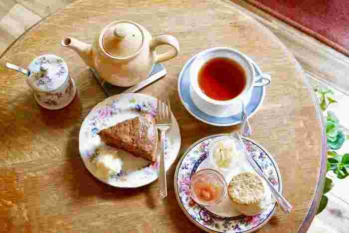 ぜひ本格的な紅茶とスコーンをゆったり召し上がってみてくださいね。都会の喧騒に疲れた方にもオススメしたい、とっておきの癒し空間です。