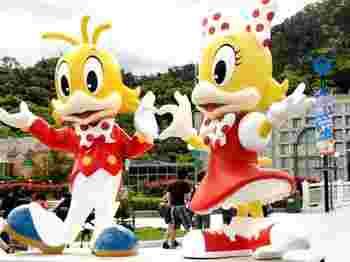 オリジナルキャラクターやパフォーマーが総出演するパレードも見応えがあります。