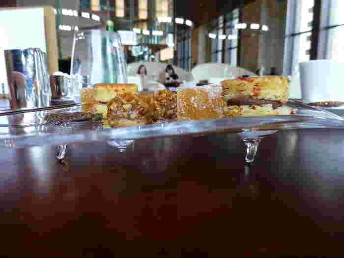 コースラストの小さなお菓子も好評。アートのように美しくおいしいお料理ばかりです。