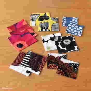 裁縫デビュー間もない方は、まずコースターから作ってみるのもおすすめ。手縫いでも作れるほか、ミシンがあればささっと作れちゃいます。30cmのハギレがあれば、複数のコースターが作れるでしょう。長さ調節もしやすく、多少小さくても気にならなければOKです。