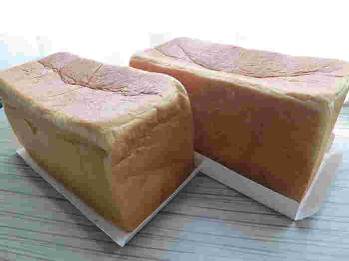 国産小麦を使ったしっとり食感の「角食パン」、北米の小麦を使って焼き上げたもっちり食感の「プルマン」、焼いてサクサクな山型のイギリスパン。ただし、常時三種類の食パンが揃っているわけではなく、焼きあがったものを随時販売してくれる形になっています。焼き立てを購入できるのはなんとも嬉しい限りですね。
