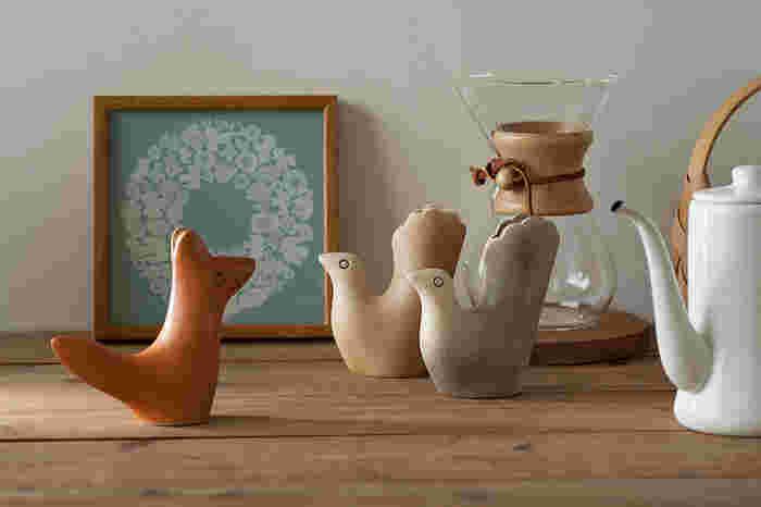 花器としてだけでなく、そのまま置いておいてもオブジェとして映えます。テーブルやオープンシェルフに何気なく置いてあるだけで、ほっこりと心和む空間になります。