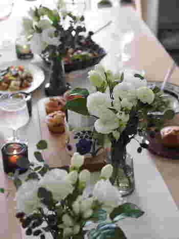 ここでも人気ブログ「ひよりごと」から一枚。食卓にフローラを3つ並べています。おもてなしにもふさわしい華やかな食卓ですよね。小さめサイズなので数個並べても邪魔にならず、食事中もうるさく感じることはありません。パーティーシーズンを迎えるこれからの季節、ぜひ参考にしてみてください。