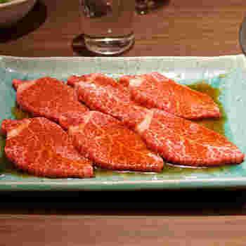 六本木店では本格的な韓国料理や焼肉と一緒にいただけると評判です。お肉は、目黒・不動前の名店「焼肉しみず」で修行した料理長が厳選した高品質のもの。日替わりで提供されるブランド牛もぜひ食べてみたいですね。