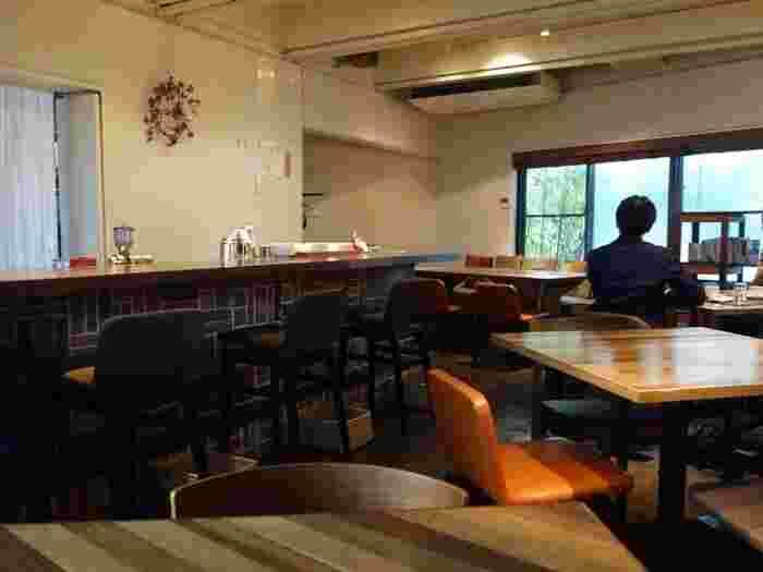 まるで東京にいるのを忘れてしまいそうなほど、ゆっくりできる店内。わざわざ訪ねたい、とっておきのカフェです。