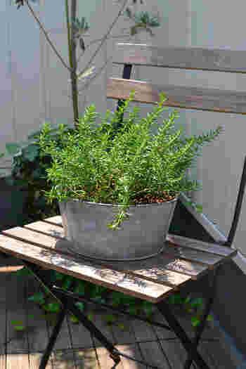 今回ご紹介した素敵なベランダの数々、いかがでしたか? ベランダのお花やグリーンたちにスペースを分けてもらって、テーブルとチェアを置いてみるだけでも立派なくつろぎのカフェになりますよね。