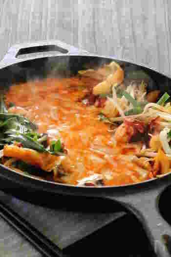 鶏肉がメイン食材のダッカルビですが、アレンジしてタコで作ってもオシャレな雰囲気に。〆はご飯や焼きそばが多いですが、うどんもおすすめですよ。
