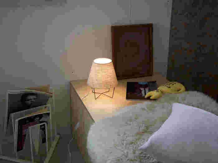 ベージュ系のナチュラルな色味は、どんなお部屋にも合わせやすく、いつまでも使いたくなる間接照明ですよね*こちらの照明は、APROZ(アプロス)という国産のブランドとなっており、おしゃれで、ナチュラルテイストな照明がたくさんありますので要チェックですよ♪