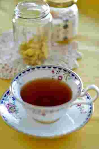 乾燥しょうがを入れてお湯を沸かしたら、ゆずジャムを溶かすだけの簡単ゆずジンジャーティー。冬にぴったりの紅茶です。
