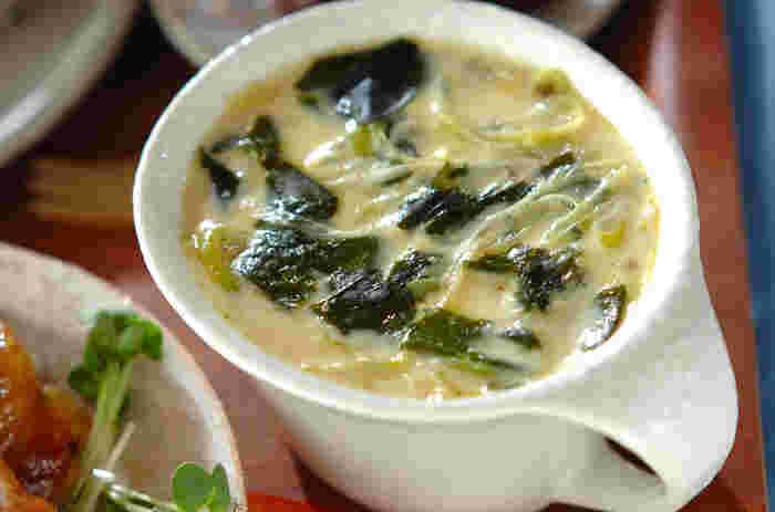 こちらはワカメ入りの茶碗蒸しです。ホタテは缶詰を使うので、常備しておけばもう一品欲しい時の即戦力に。ワカメは中華風の味わいにもぴったりです♪