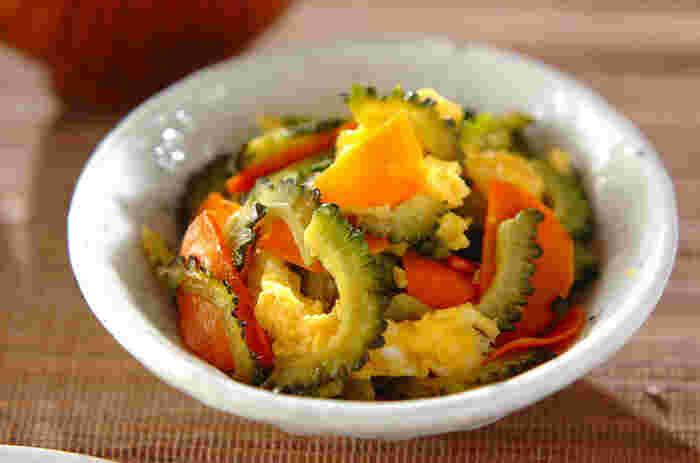 黄色だけじゃなくて、ゴーヤの緑とニンジンのオレンジがとってもきれいな「ゴーヤと卵の塩炒め」。これから夏に向けてゴーヤのシーズンなので、是非取り入れて頂きたい一品です。