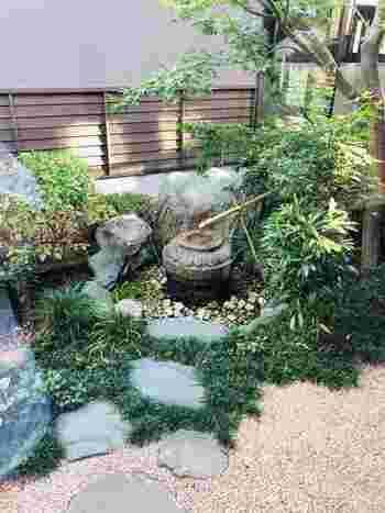 広い庭ならししおどしや石畳など、一角に「和風」のコーナーを作ってもいいでしょう。北欧テイストとも馴染んで、モダンな世界観の庭造りが叶います!