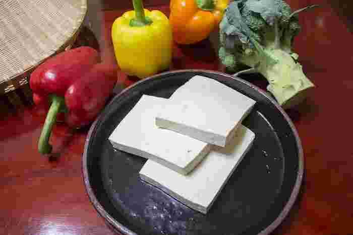 そして、ヘルシースイーツには欠かせない豆腐。豆腐は水切りしてクリームがわりにも使えます。アイデア次第で、食べたかったスイーツのカロリーを見事に落としてくれる万能で有能な食材です。