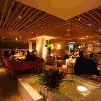 J'adore Chayamachiは、阪急梅田駅から徒歩約5分の場所にあるイタリアンのカフェレストランです。間接照明がふんだんに使われた店内は広く、落ち着いた居心地の良い空間となっています。