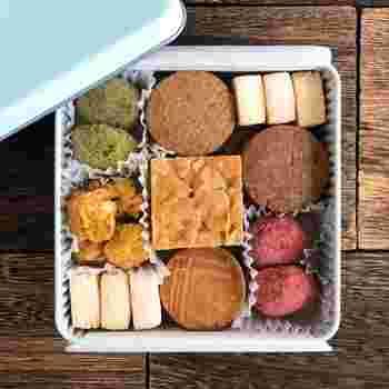 8種類入ったクッキー缶は、全てグルテンフリーで卵・乳製品・白砂糖不使用です。出来る限りオーガニックの食材を使用したクッキーは体に優しい。
