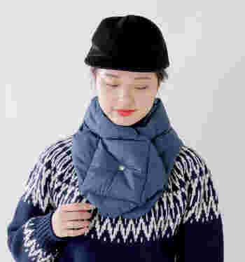 ダウンをマフラーとして採用した温かなデザイン。もこもこボリュームがありますが、コンパクトなショート丈なら着ぶくれを避けられます。適度な存在感で、小顔効果も同時にGET。
