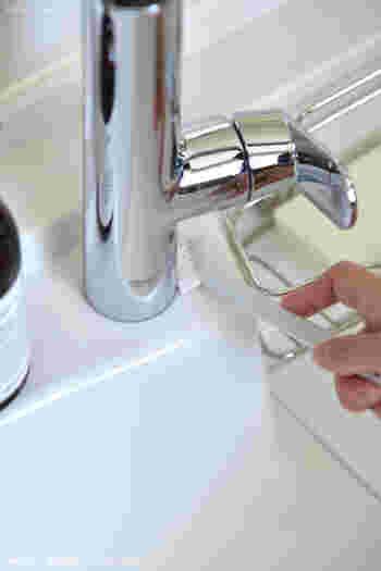 シンクまわりは、細かな溝などに汚れが溜まりやすいのが困りものですが、無印の隙間ブラシならささっと簡単にお掃除することができます。お値段もリーズナブルなので、こまめに買い替えることができるのも嬉しいですね。