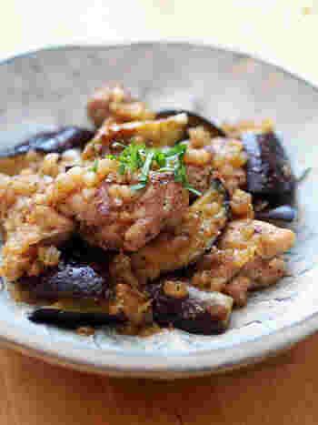 ささっと炒めて作る、ねぎポン炒めのレシピです。調味料はぽん酢とごま油だけなのに、バッチリ決めてくれる万能タレがおいしさの秘訣。自分好みに味付けや食材をアレンジしても♪