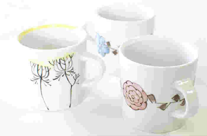 愛知県瀬戸市で活躍されている内村七生さんのマグカップです。懐かしさを感じる花柄は、上品で落ち着いたデザインになっています。