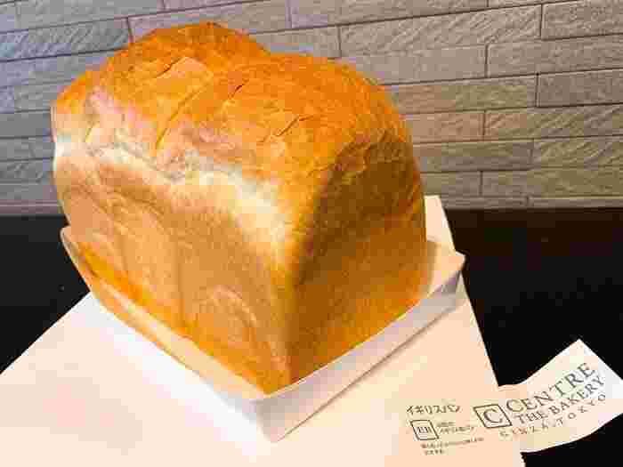 北米産の小麦を使用した山型のイギリスパンは、カリカリ・サクサクの食感が特徴のハード系食パンです。3種類とも厳選した食材を使用し、ひとつひとつ手間暇かけて丁寧に焼き上げられています。どれも小麦本来の風味が最大限に引き出され、深い味わいをじっくりと堪能することができますよ。