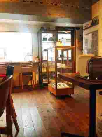 雑貨のラインナップは、1950〜60年代の北欧ヴィンテージ食器やカトラリーたち。