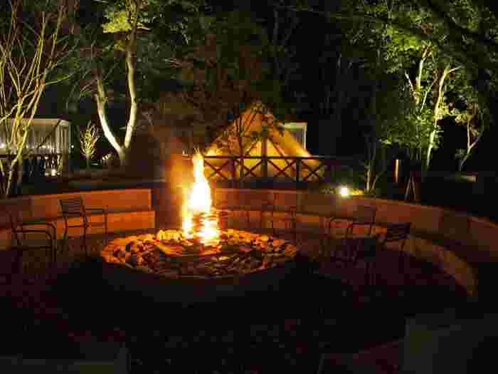 真夏よりも外で過ごしやすい気候となり、焚火やBBQの熱気も心地よくなるこれからの季節…まさに「夏の思い出の締めくくり」にふさわしいですね。  画像上/静岡県・UFUFU VILLAGE(ウフフビレッジ)