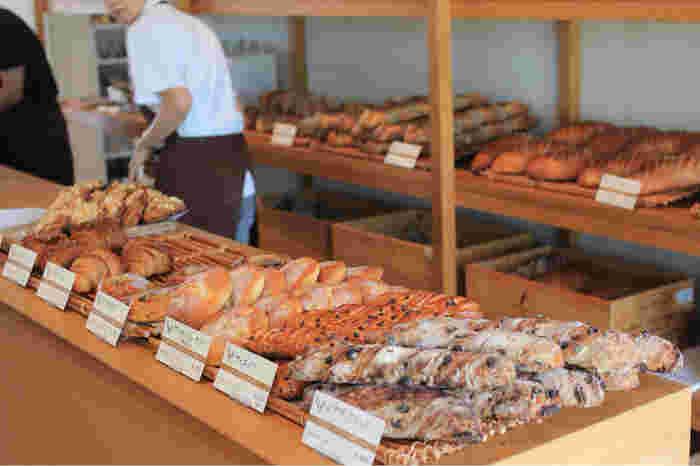 「じゃがいもパン」や「コーンパン」など、北海道ならではの素材を使ったパンがおすすめ。 美しい美瑛の景色と共に、堪能したくなる北の大地のパンです。