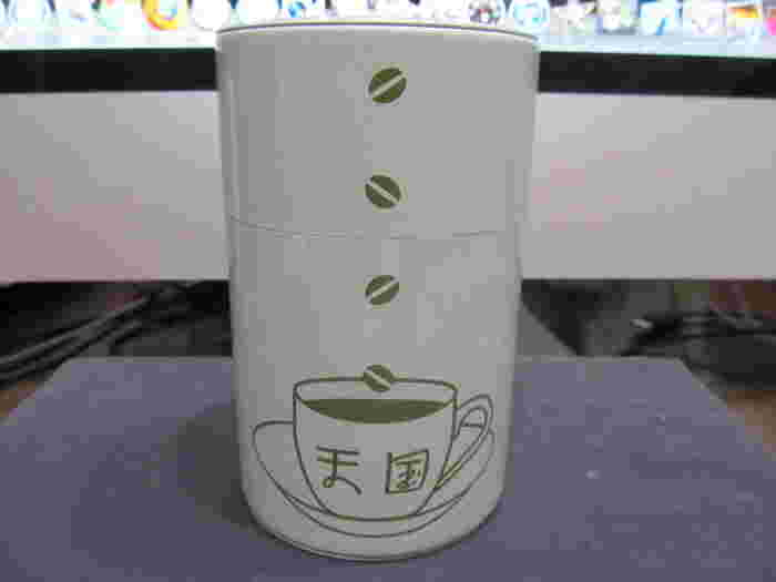缶に印刷された喫茶天国のロゴは、どこかレトロな雰囲気。 東京土産としても人気の商品のようです。