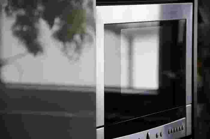 どの家庭にもある電子レンジ。普段、料理を温めるだけ…という方も多いのではないでしょうか?実は、電子レンジを使って、主菜・副菜・お弁当のおかずetc...色々な料理を簡単&時短に作れちゃうんでえすよ!フライパンや鍋はいりません。