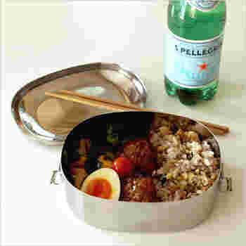 アメリカ発のブランド、shastaのステンレスランチボックスは耐久性に優れ、衛生的にお弁当を持ち運ぶことができます。容量もたっぷりなので、一段でも満足できますね。