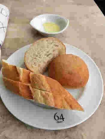 ランチには、パン&ドリンクビュッフェ&スープビュッフェが付いてきます。ランチだけのお得なサービスなので、メインに合わせてお好きなだけどうぞ。