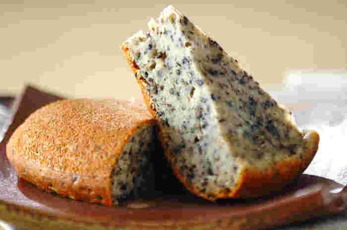 こちらはホットケーキミックスとマッシュポテトの素でアイデア蒸しパン。黒ごまの風味と、もちもち感がたまりません!