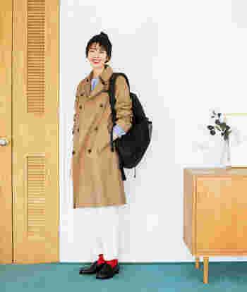 秋のトラッドな装いに欠かせないトレンチコートは、お仕事にも普段使いにも大活躍。かっちり綺麗に見えて、実はストレスフリーな着心地を叶えたアイテムです。軽さとストレッチ性を兼ね備えているので、中に着込んだり、厚手の服の上にも羽織れます。これからの時季から、冬〜春先まで長く使える優秀アイテム。