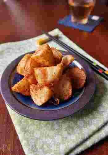 食べたことがない人はぜひ試してほしいのが長芋の唐揚げ。外はカリッと、中はほっくりとした食感が楽しめます。大人も子どももお箸が止まらなくなる人気おかずになるかも?