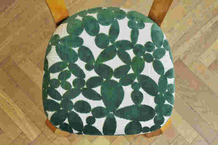 minä perhonen -leaf- グリーンと白のファブリックは、ナチュラルなインテリアにぴったりですね。