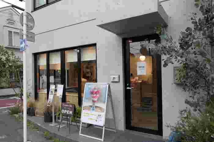 東急東横線三軒茶屋駅から徒歩10分のところにある「いちびこ」は、さまざまなイチゴのスイーツを楽しめる専門店です。
