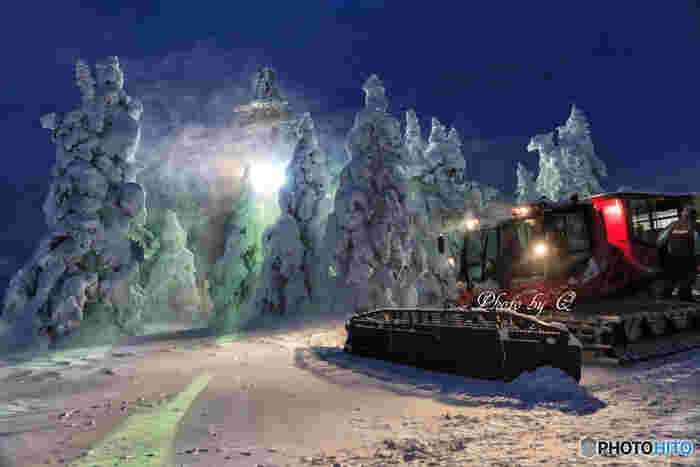 世界的にも珍しい自然の造形美が見られる蔵王の樹氷。夜のライトアップはさらにその美しさが増します。暖房付きの特殊車両・新型雪上車「ナイトクルーザー号」に乗って、神秘的な世界を楽しんでみましょう。