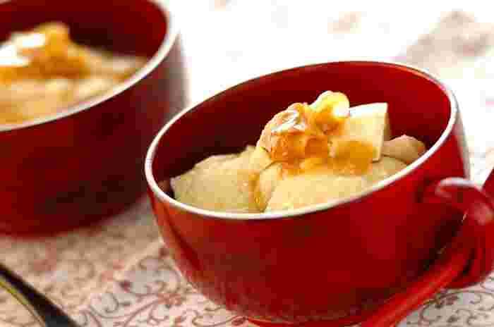 こちらはちょっぴり変わり種スイーツ♪温めた豆腐に、生姜ときび砂糖で作るシロップをかけて頂きます。和食に添える体に優しいデザートにも良いですね。