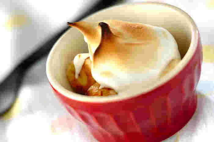 鉄板の組み合わせ、チョコ&バナナとメレンゲの合わせ技♪とろ~り甘い口溶けのチョコバナナに、シュワッとしたメレンゲで口当たり楽しいデザートに。オーブントースターを使っています。