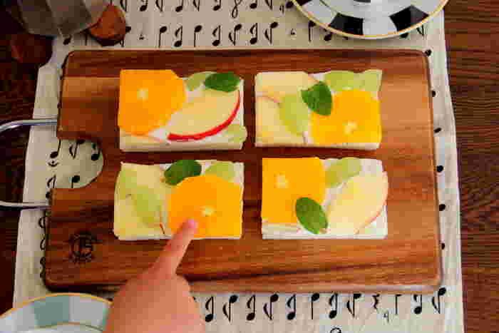 こちらは、元気が出るビタミンカラーのオープンフルーツサンド。水切りヨーグルトを塗っていますので、爽やかで朝食などにもぴったりです。もちろん、スイーツ感覚でブレイクタイムにも。