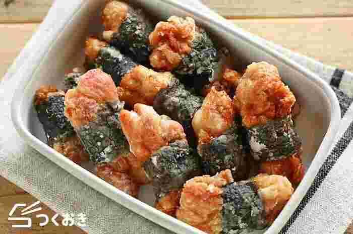 お弁当の人気おかずの一つ、海苔巻きチキン。醤油と海苔の香ばしい風味が、ご飯とも好相性です。から揚げと違い、少し縦長になるので隙間に詰めやすいのも嬉しいポイント。冷凍可能なので、多めに作ってストックたいですね。